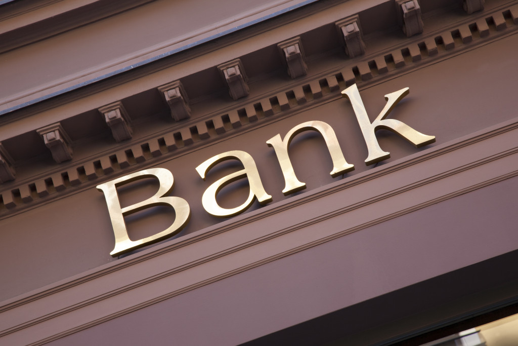 """edifice of a building with the word """"bank"""" on it"""